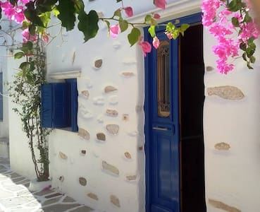 Traditional little village house(ΑΜΑ00000352766)