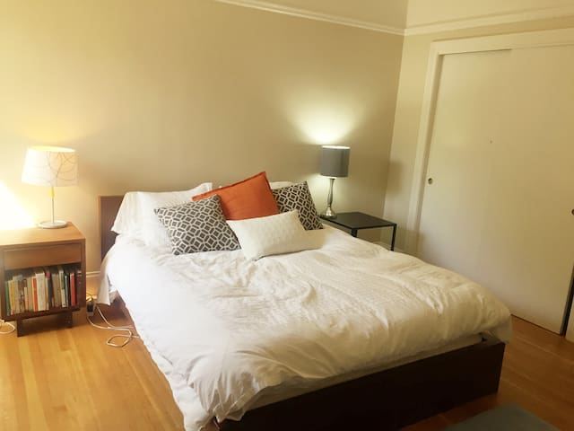 Large Bedroom for 2 w Cozy Bed in San Francisco!