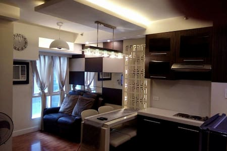 Cozy 1BR bilevel Condo in Ortigas Center - Pasig - Wohnung