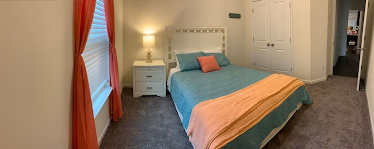 Cozy Beach themed private bed/bath in Greenville