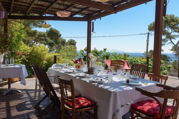 Villa / bord de mer / calanques / charme