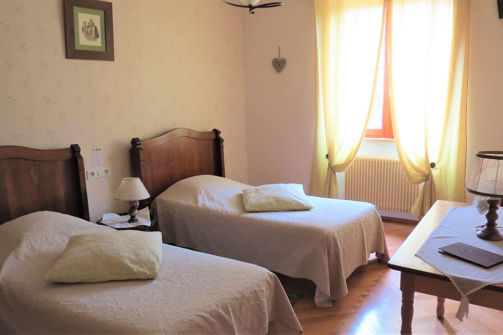 Chambre double avec 2 lits de 90 X 180