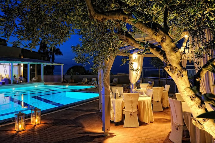 Cozy romantic deluxe villas with heated pool - Anissaras - Villa