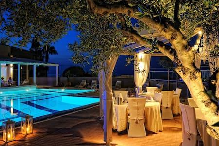 Cozy romantic deluxe villas with heated pool - Anissaras - Huvila