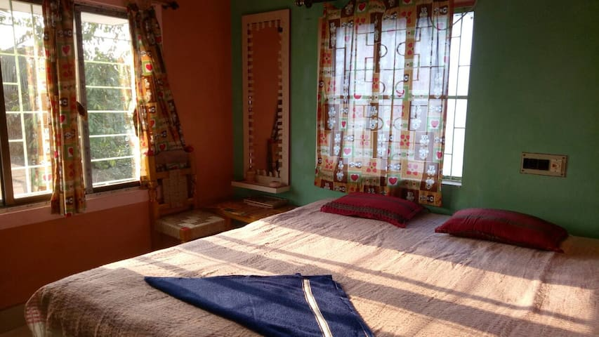 Cheap stay near Shantiniketan
