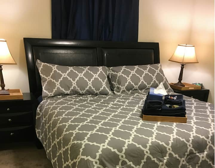 King Bed with Ensuite Bathroom - Room 4