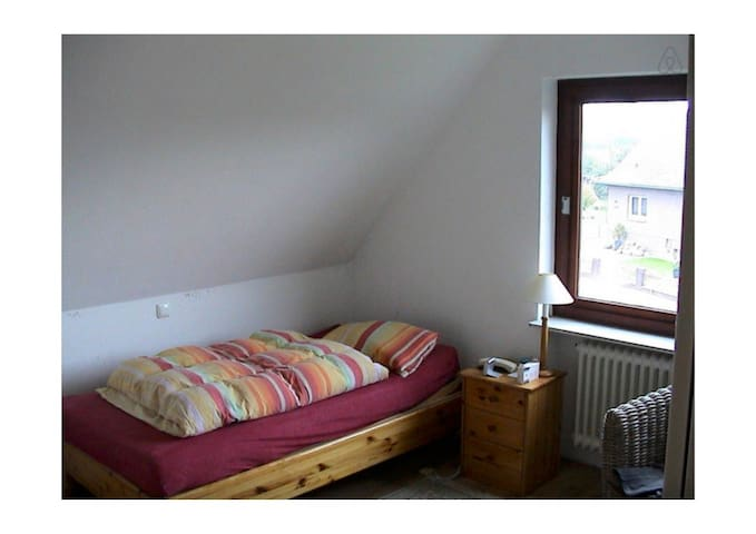 Big and comfortable room - Sandesneben - Casa