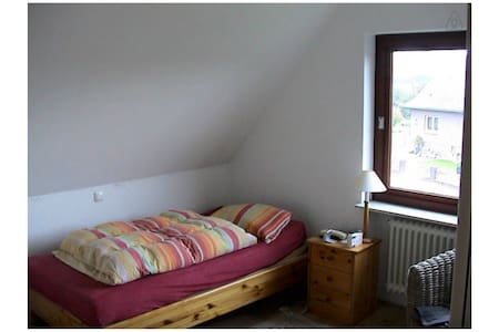 Big and comfortable room - Sandesneben - House