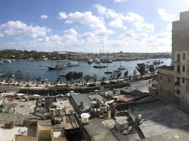 Sliema Seafront Townhouse