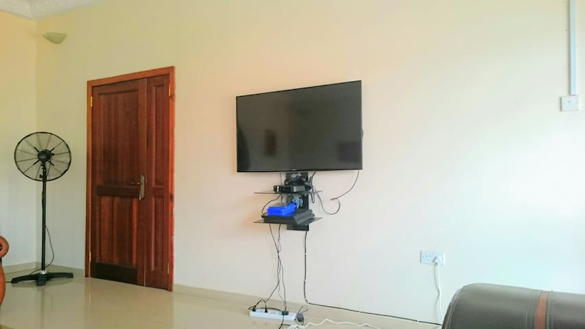 Mountain Foot Yard(En Suite Bath) - Accra - Hus