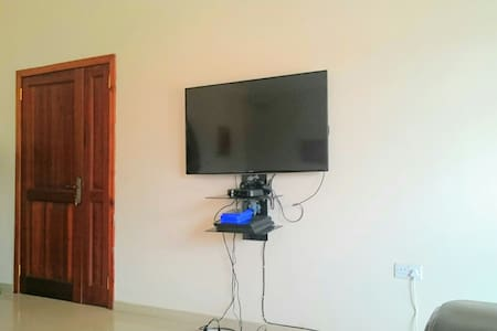 Mountain Foot Yard(En Suite Bath) - Accra - Rumah