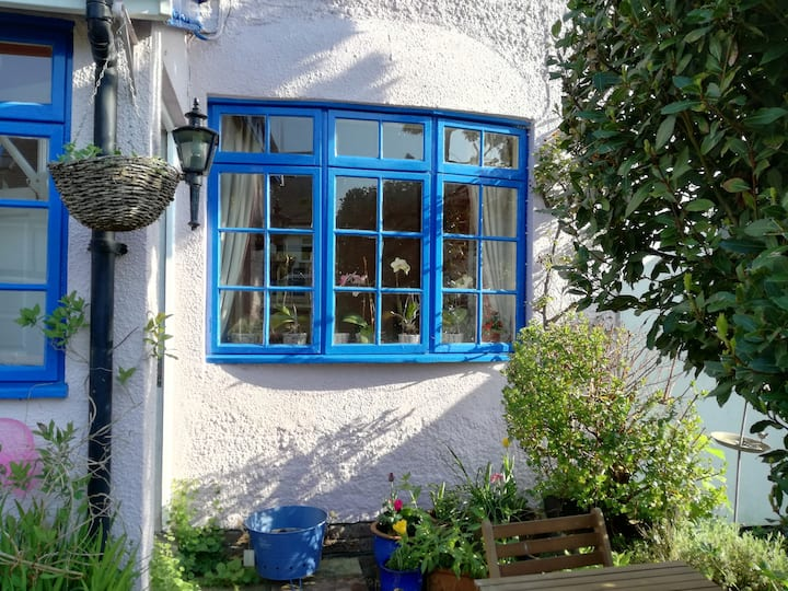 Terraced Cottage,  close public tr, leisure, music