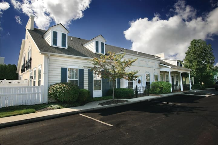 Upscale Ranch with Wi-Fi, Cable and Furnished!