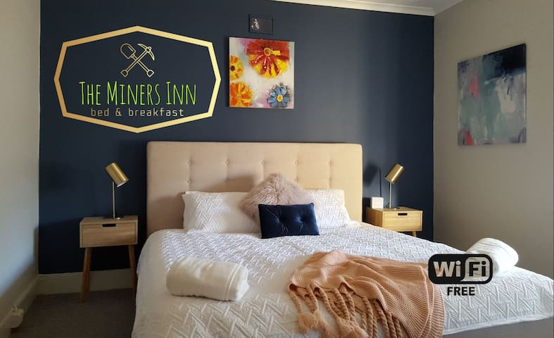 The Miners Inn - 3 bedroom renovated Cottage +WiFi