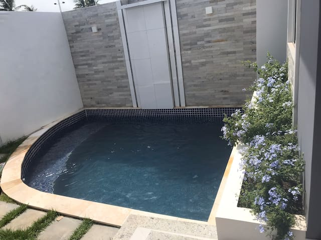casa com piscina e churrasqueira perto da praia