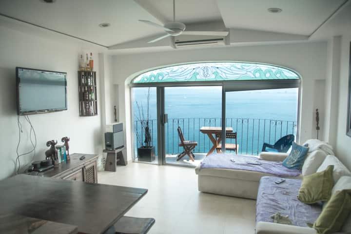 Beautiful  Penthouse located in Playas Gemelas