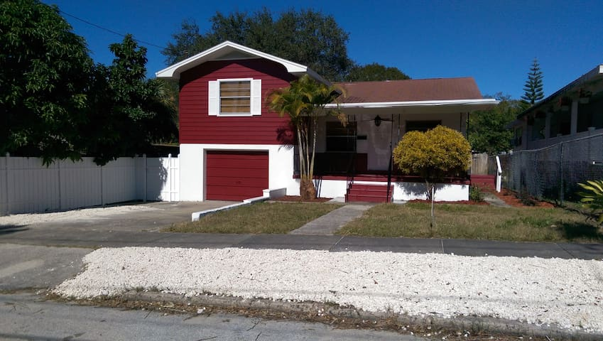 Paradise for Rent - Tarpon Springs - House