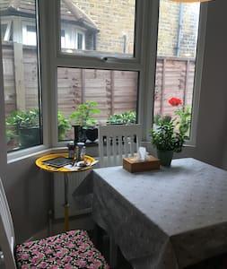Nice family room : Greenwich / The O2 - London