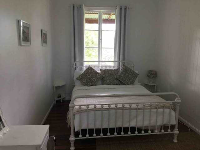 Room in Old Church 10mins to Noosa or Eumundi