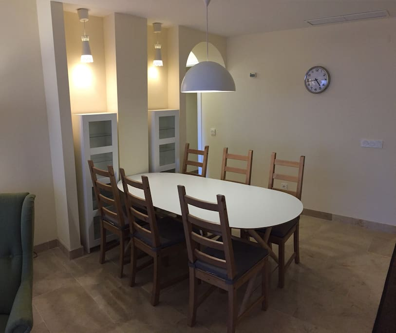 Dining for 6-8 persons