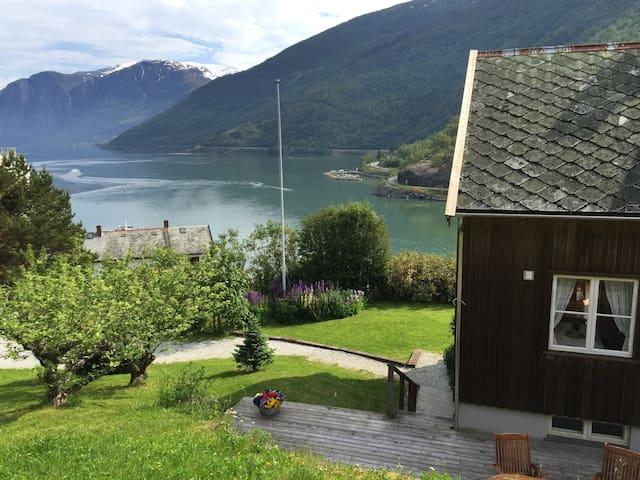 Bergtun Holiday House - Flåm - Aurland - Дом