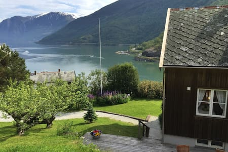 Bergtun Holiday House - Flåm - Aurland - Casa