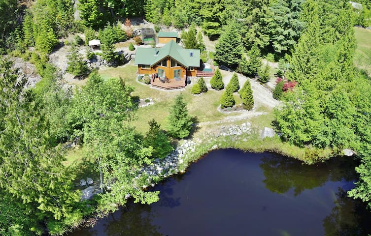 Private, Pet Friendly Cottage - Garden Bay - Kabin