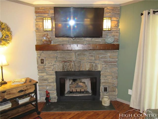 Gas Fireplace with TV in LR