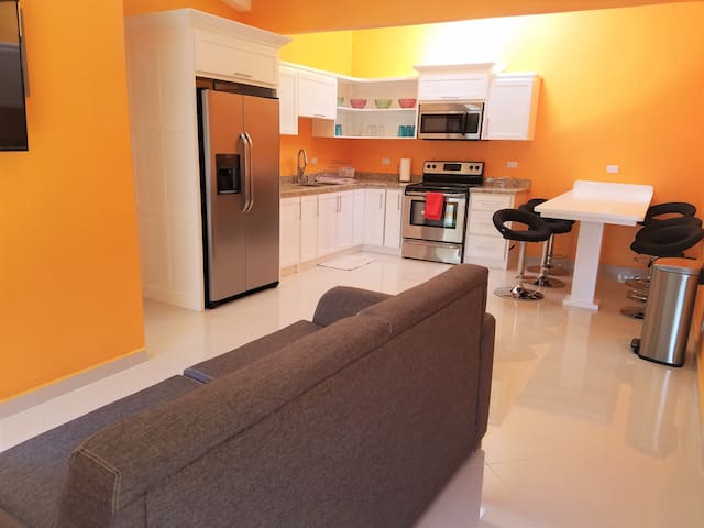 Large 3 Bedroom Newly Renovated Condo in Jaco, B55 - Jacó - Daire