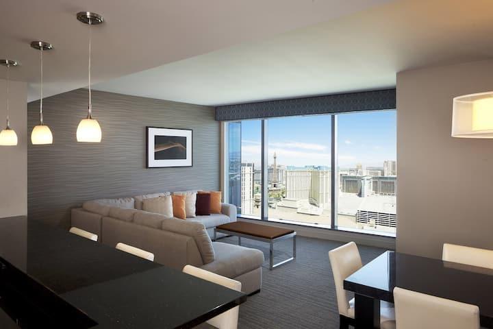 Elara/Hilton-2 BR Suite-Center Strip-No Resort Fee