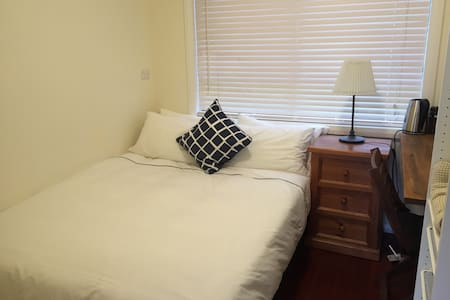 Private room with bathroom & standalone Kitchen - Riverwood - House