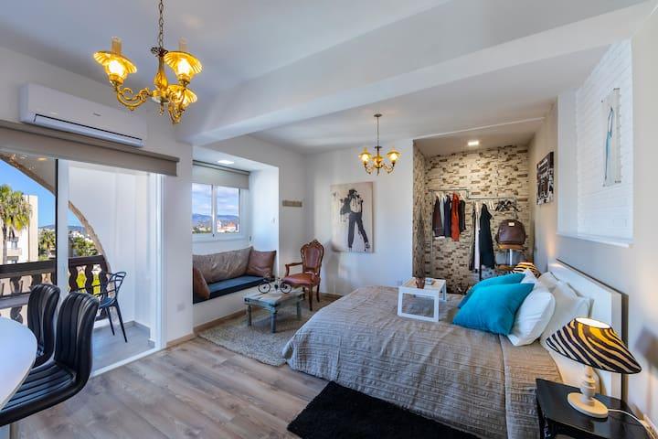 Castle Holiday Apartments, Retro DLX Studio C416A