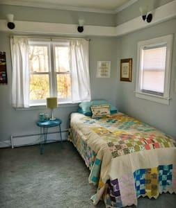 Cozy Quarters: Private Room on Cottage Farm