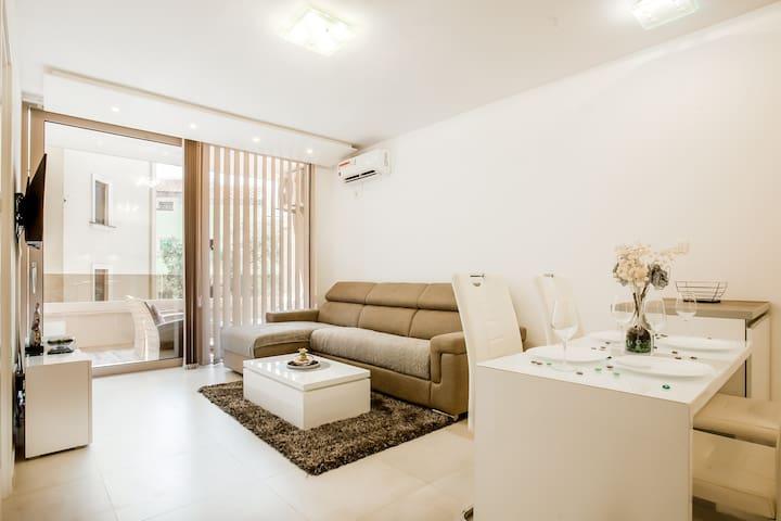 Lux Apartment Teodora Rafailovici 4*