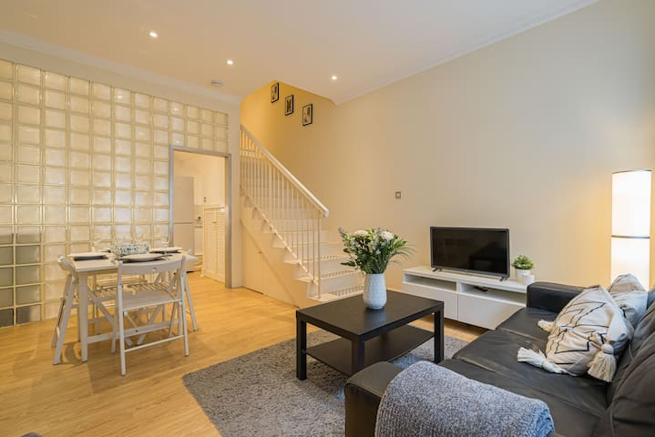 ★ 2BR Grassmarket Apartment with Castle View ★