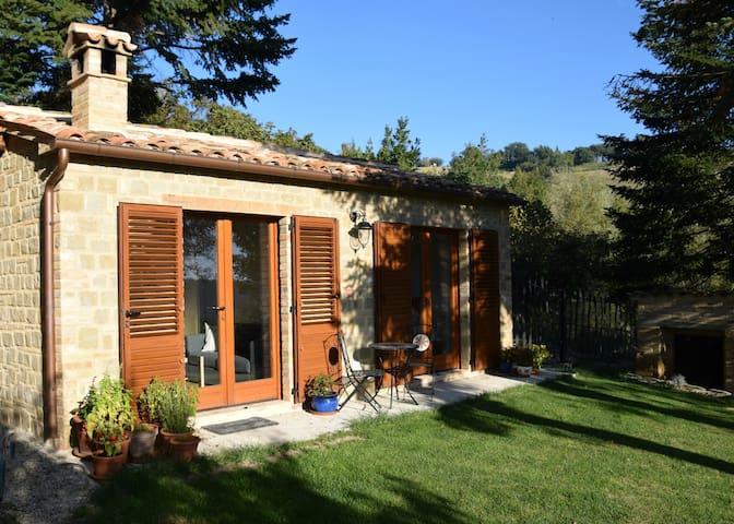 Casetta Benessere: the cottage on the hillside.