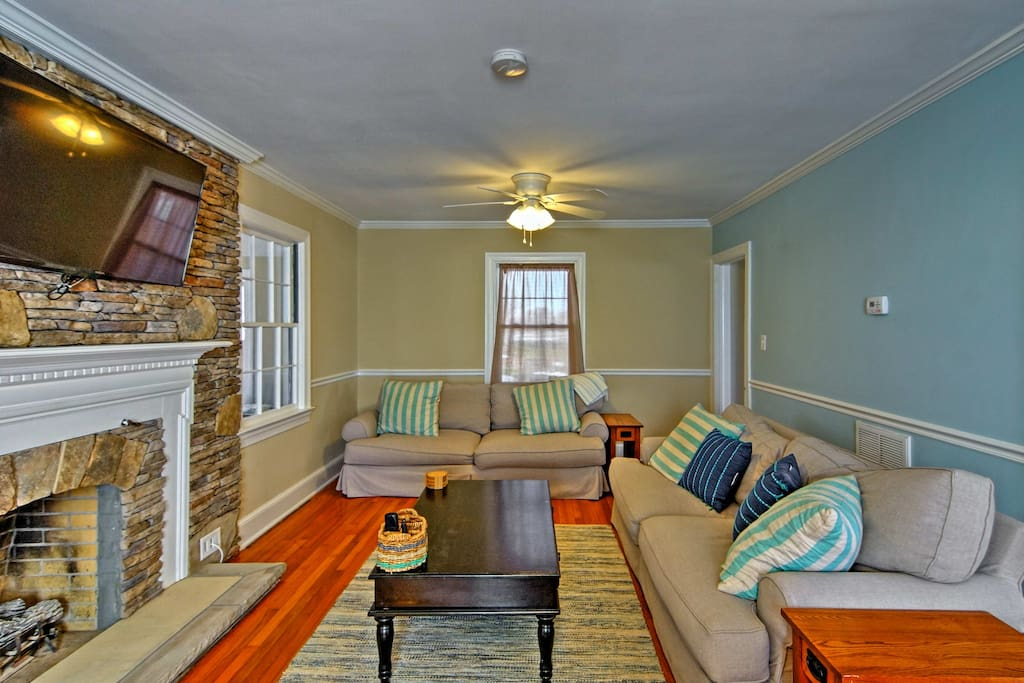 'Ivey Mill' boasts 4 bedrooms, 1.5 bathrooms and accommodations for 9!