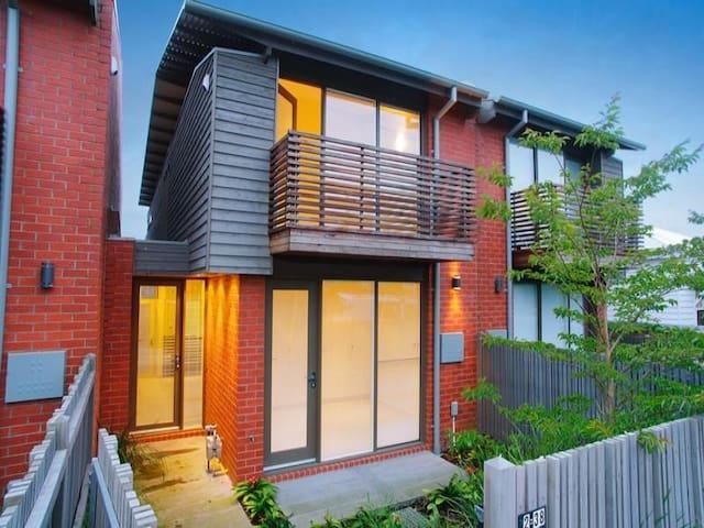 UNIQUE villa@villamanta Place Geelong/Geelong West - Geelong West