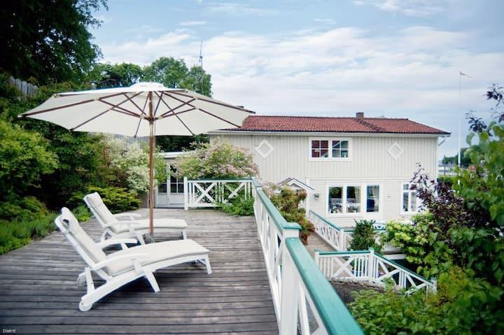 Gästhus med havsutsikt nära golfbana på Särö
