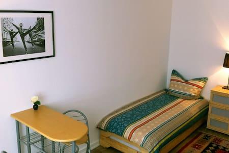 Feel good in Schenefeld/HH, room Westsidestory - Schenefeld - Apartament