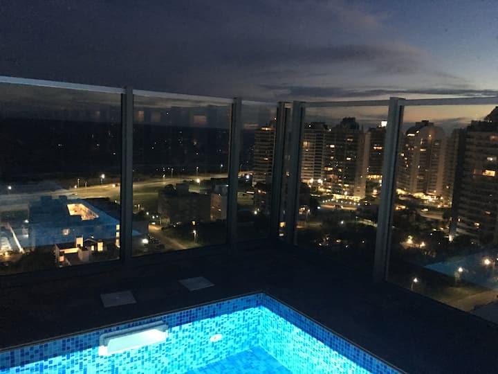Glamorous Ocean View, near Beach, 5 star amenities