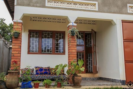 Rooms available in a home friendly environment - Kampala - Rumah