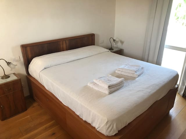 DOUBLE ROOM CLOSE TO THE AIRPORT
