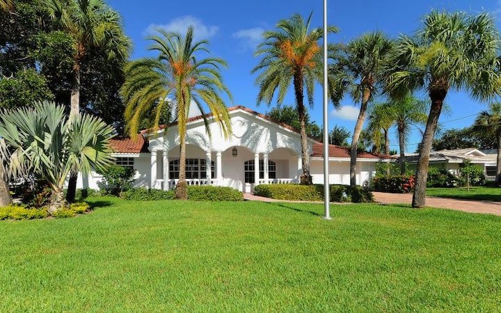 Happy Dolphin Siesta Key, 2BR/2BA, pool, boat dock