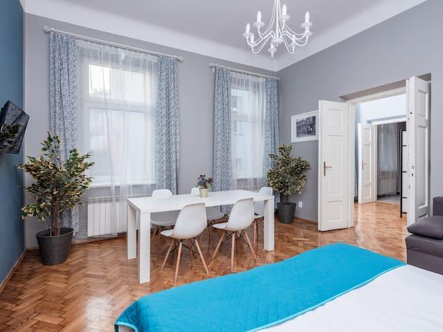 ⭐⭐⭐⭐ Design Suite 65m2 • Aparthotel • Old Town