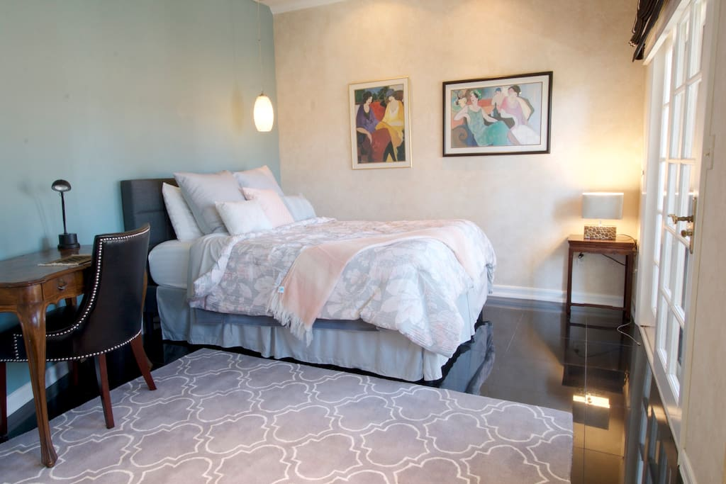Guest Bedroom Queen-size Bed 3rd Floor Ample closet space