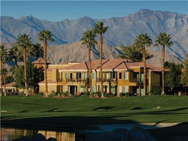 Desert Springs Villas I - 1BD