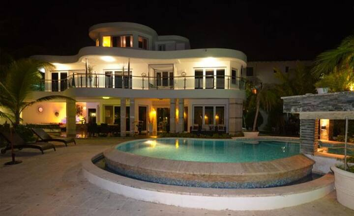 7 Bedroom Contemporary Sosua