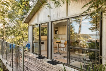 Tree House in central Paihia