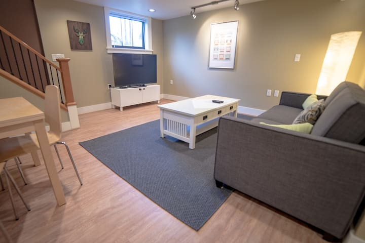 Cozy private studio-2 min walk to trendy AlbertaSt